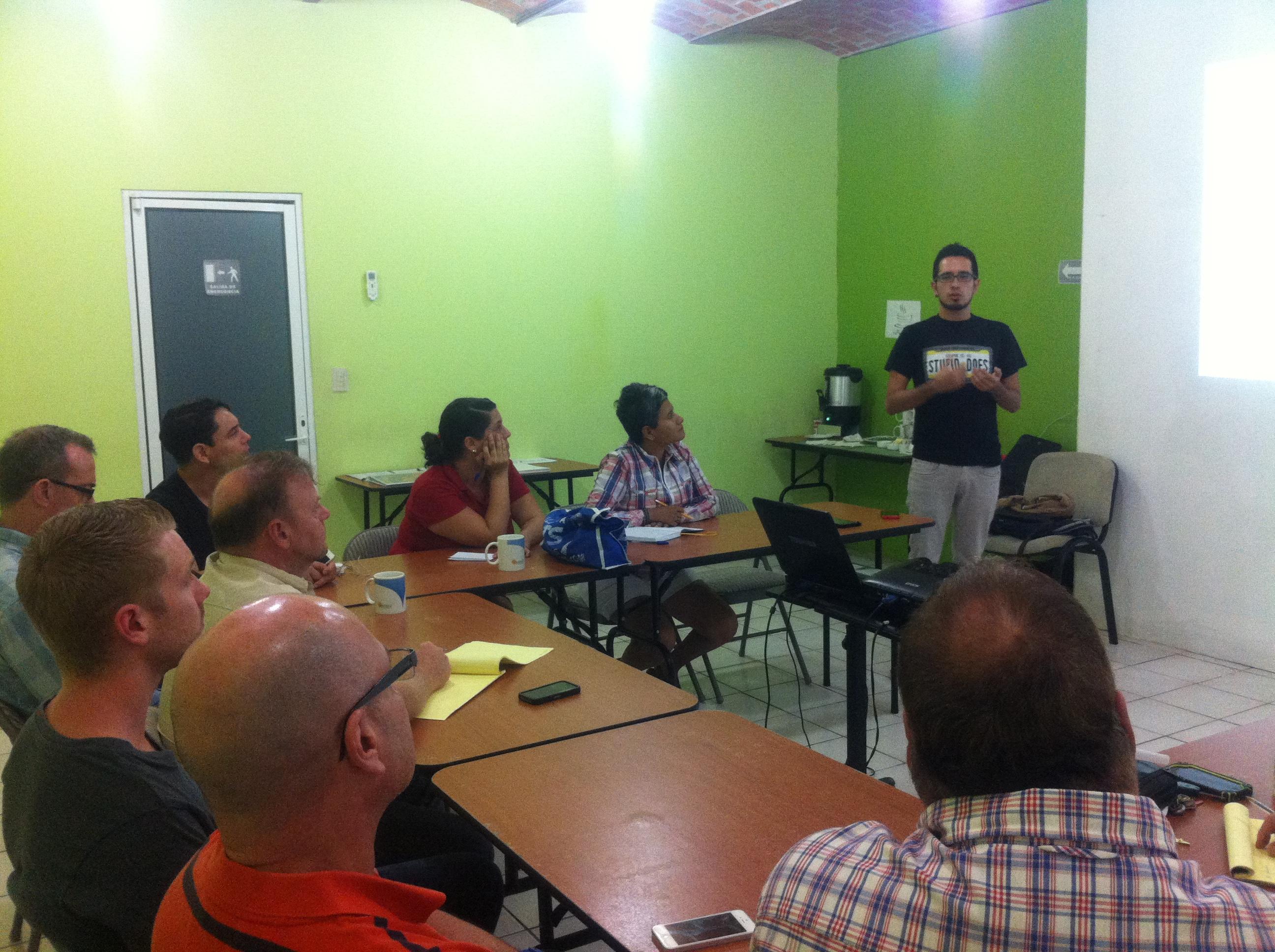 Seminario de Twitter en ACT LGBT A.C.